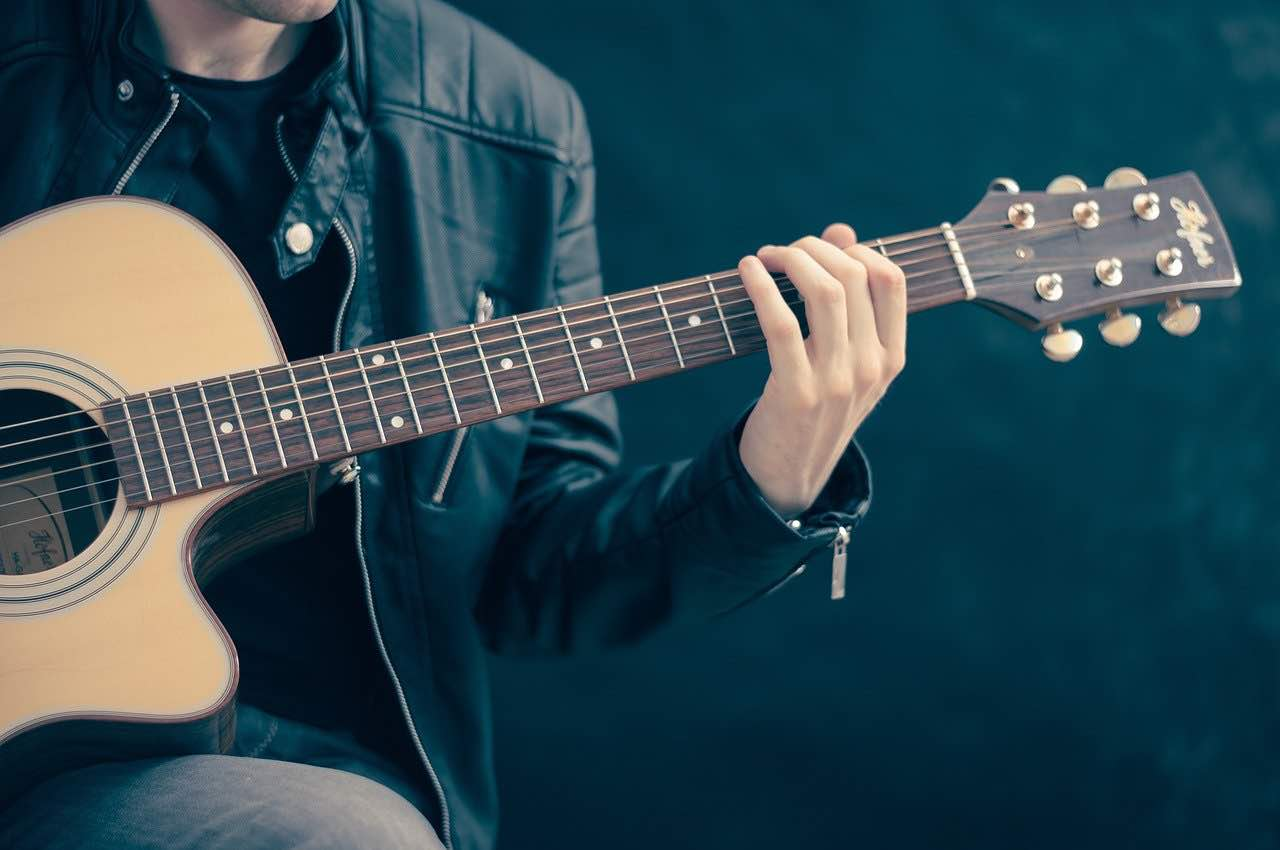 learn how to play the lottery from a man playing a guitar