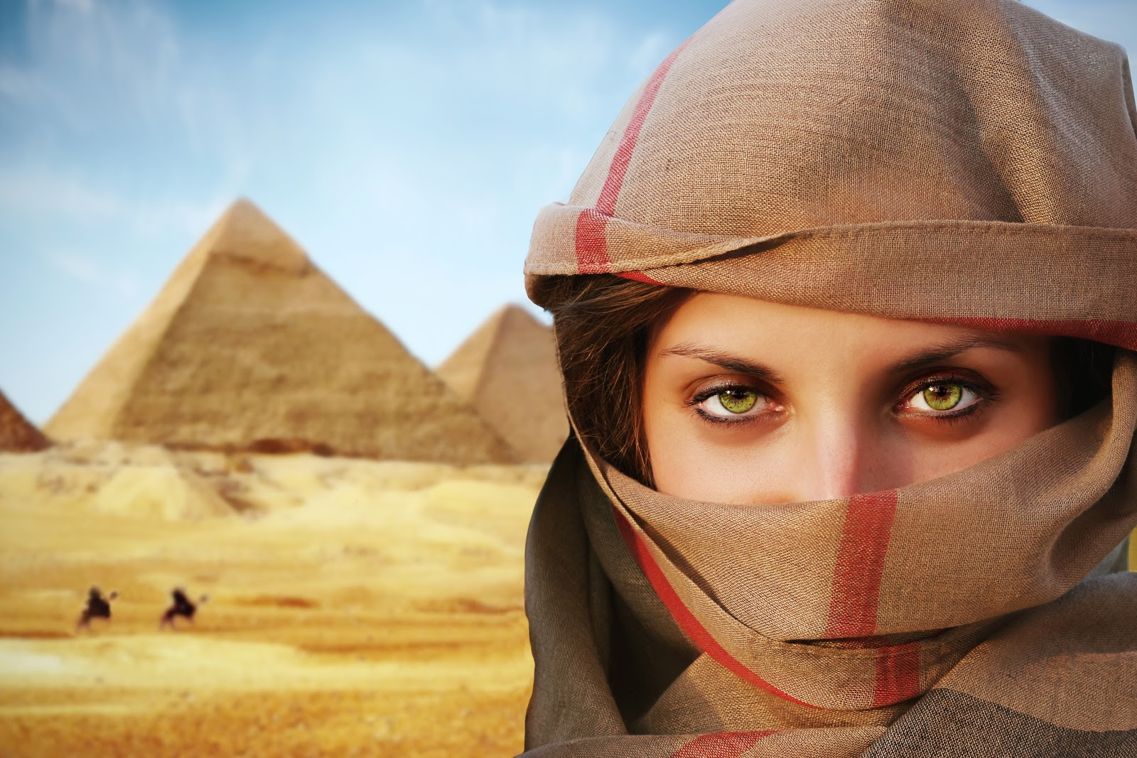 Beautiful green-eyed woman in chador and the pyramids.